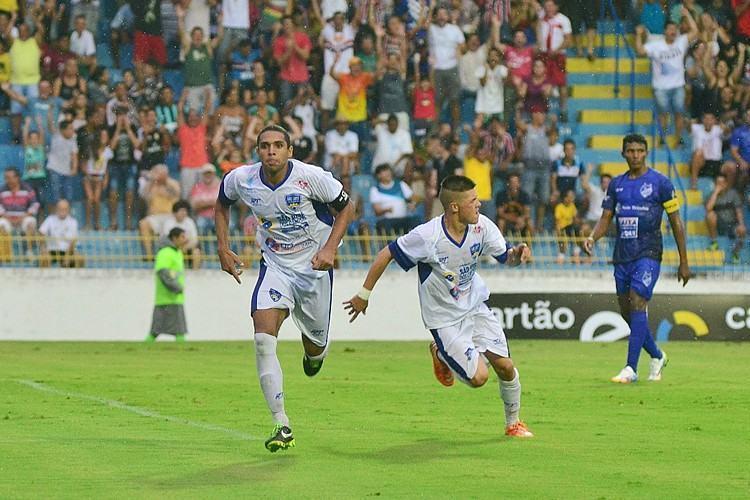 No Martins Pereira, meninos do São José dos Campos FC bateram o time visitante por 3 a 1. (Foto: Tião Martins/PMSJC)