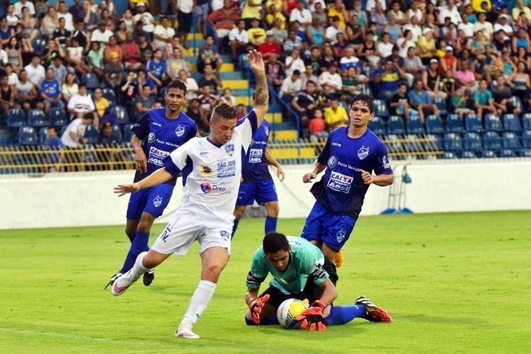 Torcida compareceu ao Martins Pereira para incentiva o time da casa. (Foto: Tião Martins/PMSJC)