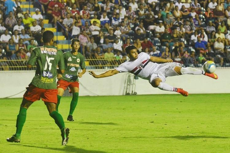 No segundo jogo da noite, o SPFC bateu o Serrano por 4 a 0. (Foto: Tião Martins/PMSJC)