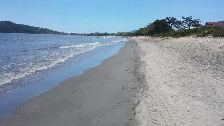 Imagem da Praia do Cruzeiro na manhã de 1º de janeiro. (Foto: Divulgação/PMU)