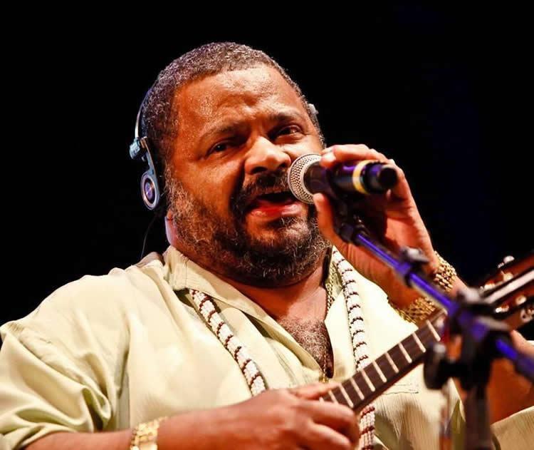 O músico permaneceu 12 anos no grupo Fundo de Quintal e, em 1993, iniciou sua carreira solo. (Foto: Divulgação/PMC)