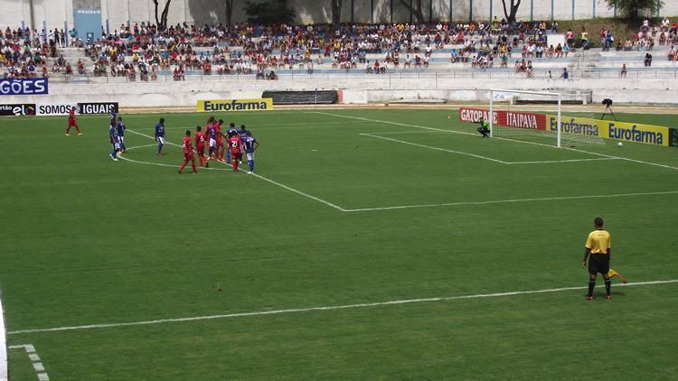 Novo gramado do Joaquinzão, no jogo de estrea pelo EC Taubaté na Copa SP. (Foto: Chico de Paula/PortalR3)
