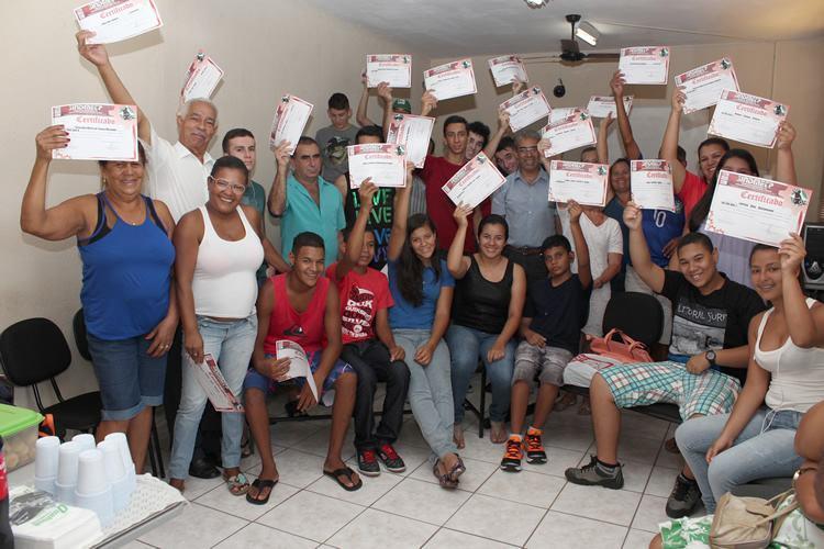 Turma que se formou em Moreira César em dezembro; Ao todo, sindicato formou 242 alunos em 2014 (Foto: Guilherme Moura/Sindicato)