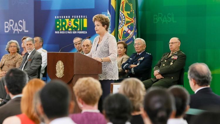 Na foto, a Presidenta Dilma Rousseff durante apresentação de Oficiais-Generais promovidos, em cerimônia realizada no início de dezembro de 2014. (Foto: Roberto Stuckert Filho/ PR)