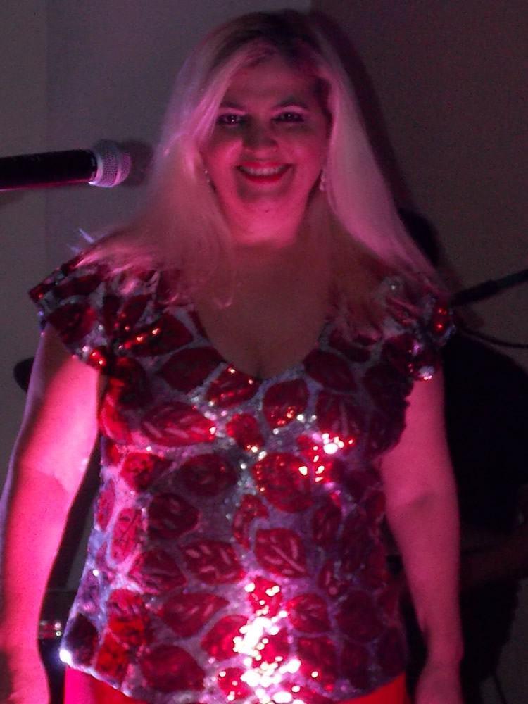 Com mais de 30 anos de carreira, Rose Star caminha pelos mais diversos gêneros para saudar grandes cantoras do Brasil e do mundo. (Foto: Divulgação/PMT)