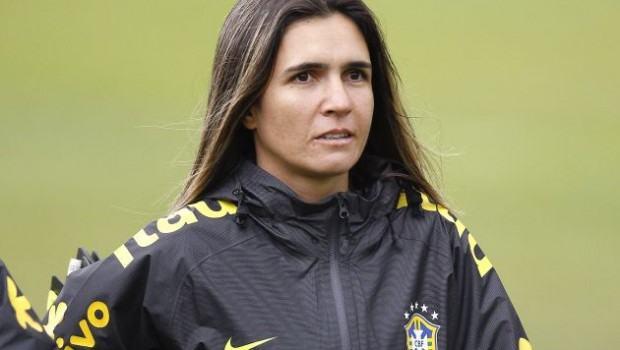 Emily Lima, técnica das categorias sub-15 e sub-17 da Seleção Brasileira, vai dirigir o São José. (Foto: Rafael Ribeiro/CBF)