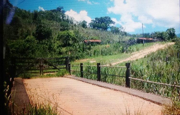 Ponte sobre o riacho onde foi localizado o corpo da vítima com três tiros. (Foto: Divulgação/Polícia Civil Pinda)