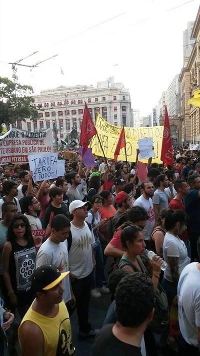 Manifestantes em São Paulo. (Leonardo Marino/internauta)
