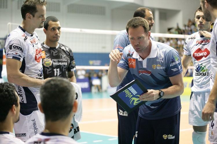Time do técnico Cezar Douglas tenta reabilitação na Superliga. (Foto: Fernando Noronha/PortalR3)