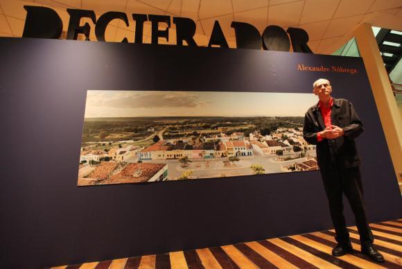 Exposição O Decifrador, com fotos do escritor e dramaturgo Ariano Suassuna, de autoria de Alexandre Nóbrega, faz parte do projeto cultural Arte como Missão. (Foto: Ana Araujo/Divulgação Caixa Cultural)