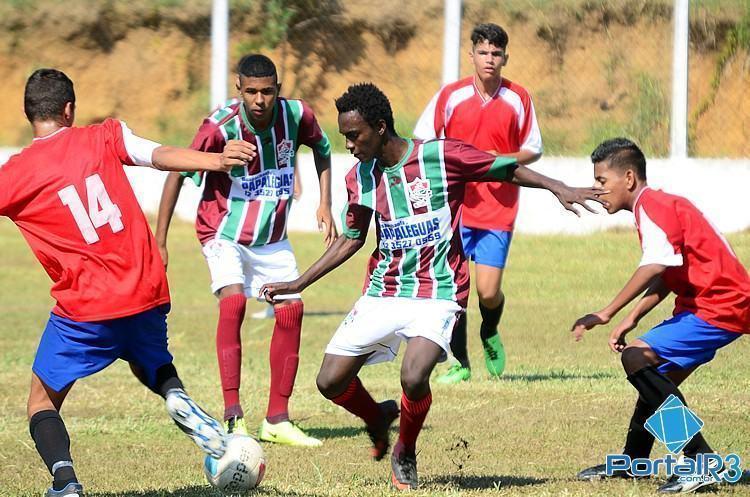 O Fluminense, de verde e branco, venceu o Ouro Verde por 5 a 1. (Foto: Luis Claudio Antunes/PortalR3)