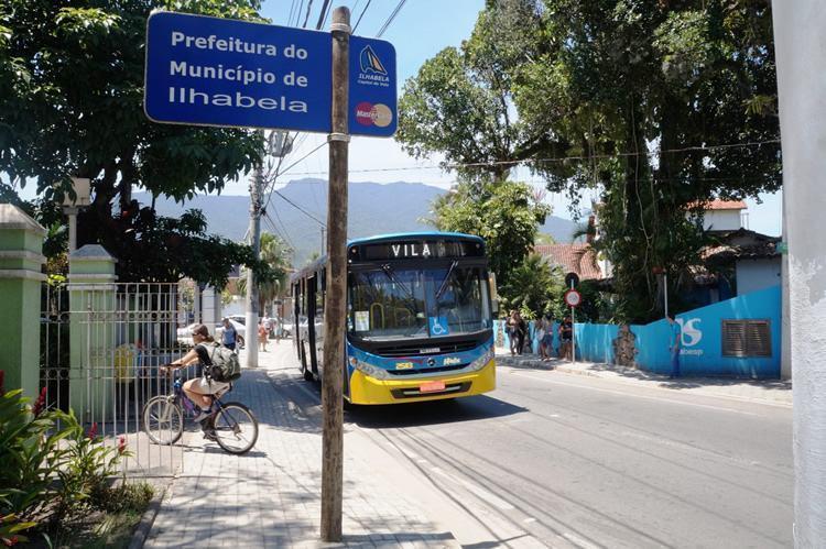 A frota do transporte do município foi modernizada em 2014 e todos os carros atendem às normas de acessibilidade. (Foto: Divulgação/PMI)