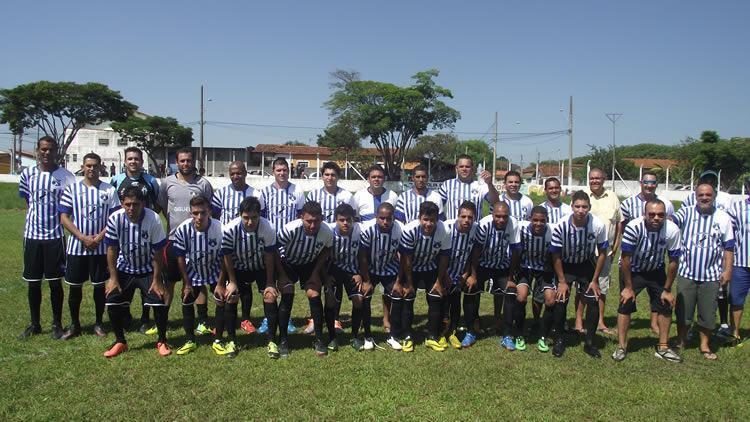 Plantel do Araretama no jogo de estreia na Copa Regional 2015.  (Foto: Chico de Paula/PortalR3)