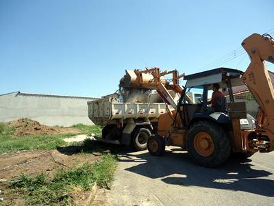 Este trabalho tem cooperado com os moradores e contribui com a eliminação de possíveis criadouros da dengue. (Foto: divulgação/PMP)