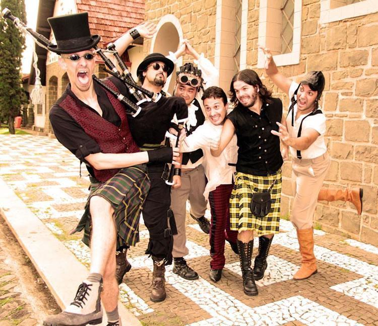 O repertório é composto por um 'folk rock' enérgico e performático. (Foto: Divulgação/Sesc)