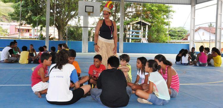 O projeto é oferecido pela ONG Passatempo Educativo (SP) e tem o objetivo de proporcionar aos alunos e moradores do bairro atividades culturais, esportivas e estimular a prática de hábitos saudáveis. (Foto: Cláudia Moysés/PMC)