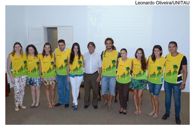 O grupo é composto por oito universitários, entre eles alunos do curso de História, de Engenharia Civil, de Geografia, de Medicina, de Agronomia, de Ciências Biológicas e de Ciências Contábeis. (Foto: Leonardo Oliveira/Unitau)