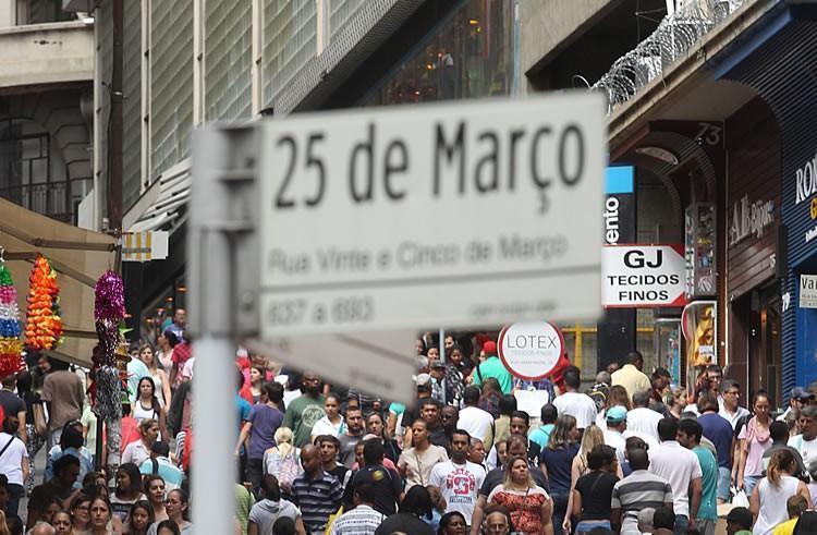 Rua 25 de Março é sempre muito movimentada, devido aos diversos comércios populares na região. (Foto: Paulo Pinto/ Fotos Públicas)