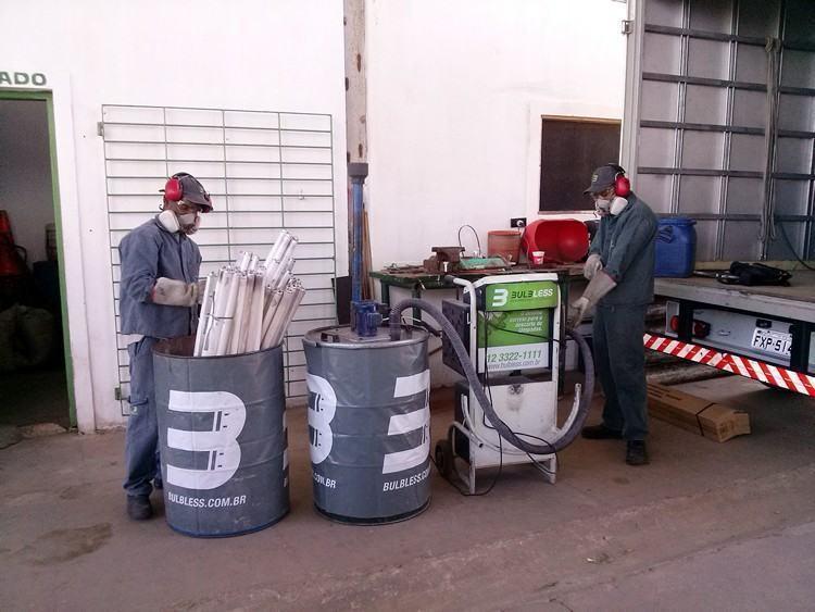 Na primeira fase foram descartadas cinco mil lâmpadas fluorescentes que se encontravam armazenadas em caixas no depósito da CIRB. (Foto: Divulgação/PMP)