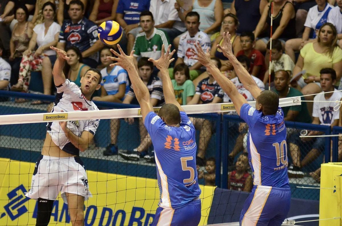 O ponta Dante, na partida contra o Ziober Maringá (Foto: Jonas Barbetta/Tuddo Comunicação)