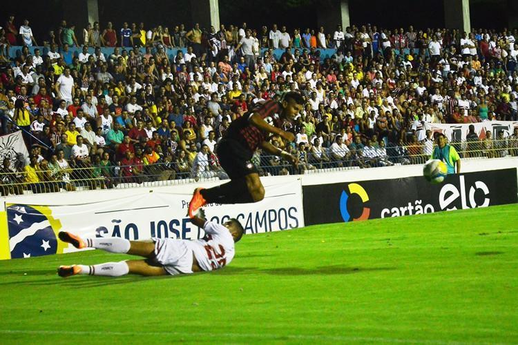 Grande público no Martins Pereira, em São José, para ver a vitória do tricolor. (Foto: Tião Martins)