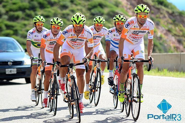 Atletas da Funvic / São José dos Campos na subida do Potrero de los  Funes. (Foto: Luis Claudio Antunes/PortalR3)