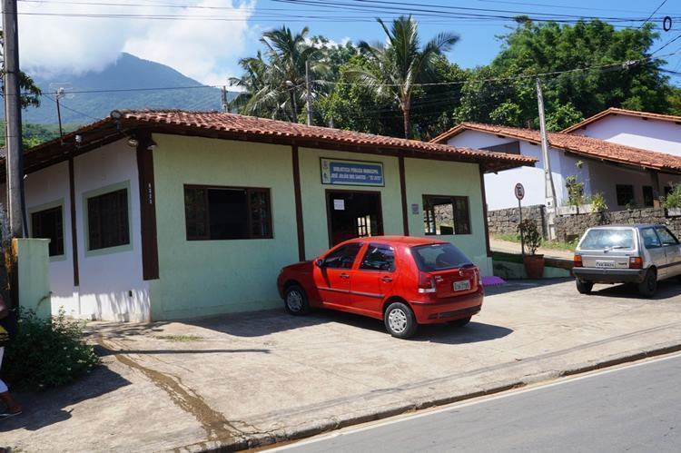 """A Biblioteca Pública Municipal """"José Julião dos Santos – Zé Leite"""" no sul de Ilhabela oferece um grande acervo de livros para todas as idades. (Foto: Genilson Jr/PMI)"""