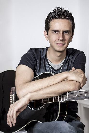 O artista Renan Andrade iniciou sua carreira musical em 2005 e compõe desde 2002. (Foto: Divulgação/AJFAC)
