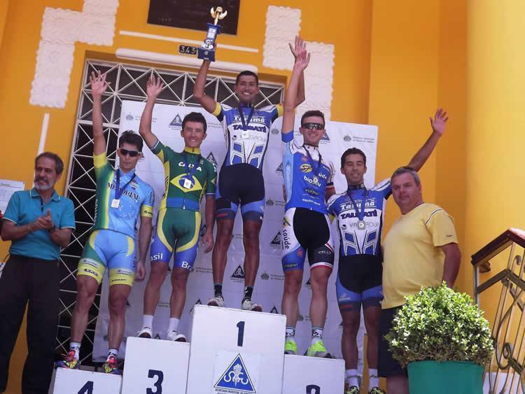 Além do triunfo individual a equipe taubateana finalizou o dia como campeã na categoria Elite. (Foto: Divulgação/ECT)