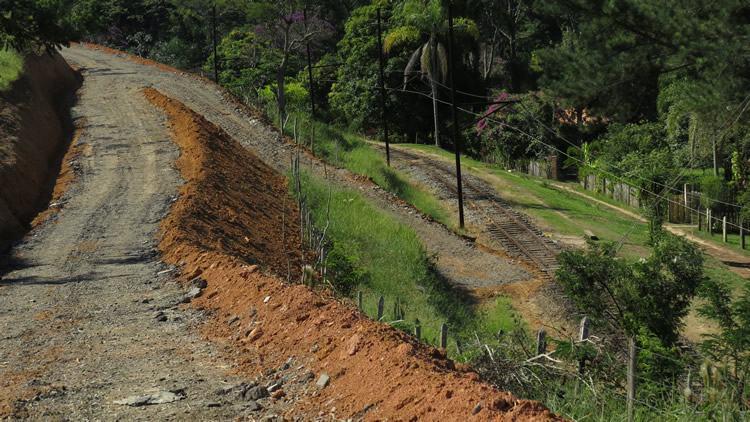 A estrada de 2 km, foi realizada durante 30 dias e recebeu cascalhamento para facilitar a chegada das famílias às residências. (Foto: Divulgação/PMP)