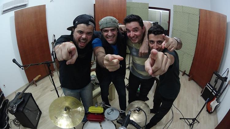 O grupo conta com Rafinha Acústico, Du Guerrero, Yuri Cocks e Thiago Grilo. (Foto: Divulgação/Sesc)