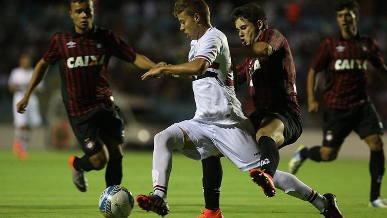 Lucas Fernandes, 17 anos, passou pelo programa Atleta Cidadão. (Foto: Rubens Chiri/PMSJC)