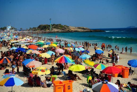Preços altos dos alimentos e bebidas em pontos turísticos do Rio, especialmente em praias, são justificativa suficiente para levar o lanche de casa. (Foto: Tomaz Silva/Agência Brasil)