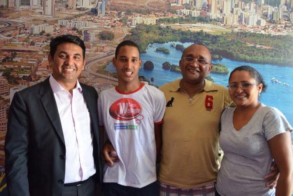 Aluno nota mil do Enem 2014, o maranhense Luis Henrique sonhava em entrar em curso superior. (Foto: Divulgação)
