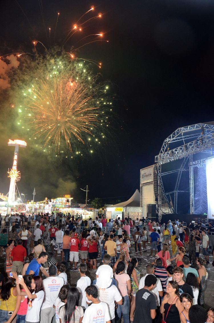 Queima de fogos no encerramento da festa foi acompanhada por um grande público. (Foto: : Halsey Madeira/PMSS)