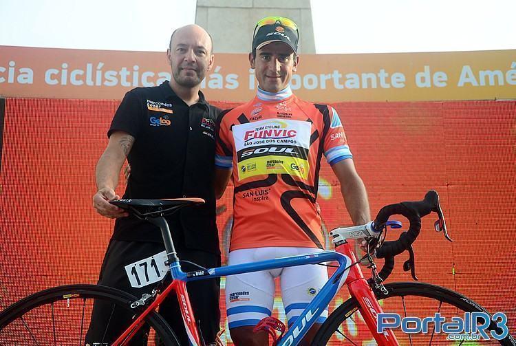 Daniel Díaz e o técnico da Funvic, Benedito Tadeu Jr, o Kid. (Foto: Luis Claudio Antunes/PortalR3)