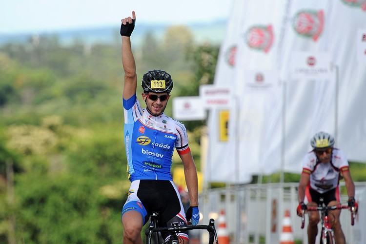 Thiago Nardin, da equipe de Ribeirão Preto, venceu  no masculino. (Foto: Ivan Storti/FPCiclismo)