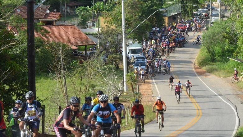 O passeio também reuniu familiares e amigos para pedalar juntos. (Foto: Tião Martins/PMSJC)