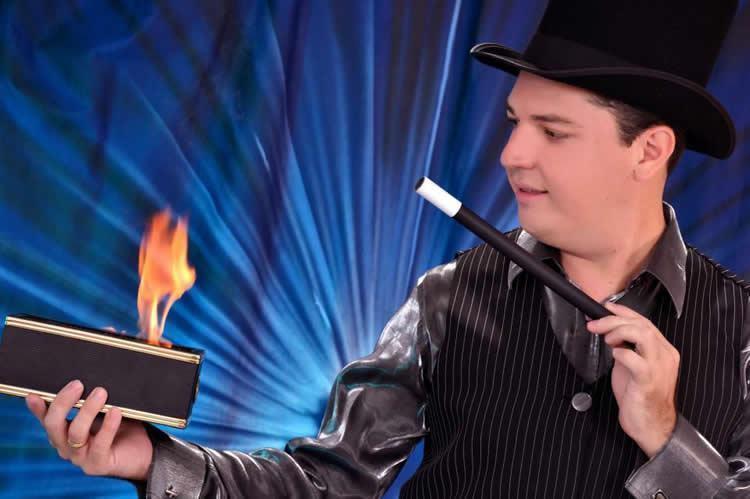 Quem garante isso é o mágico Jack, que fará uma apresentação no Shopping Pátio Pinda, dia 31 de janeiro, às 19h, em comemoração ao Dia do Mágico. (Foto: Divulgação)