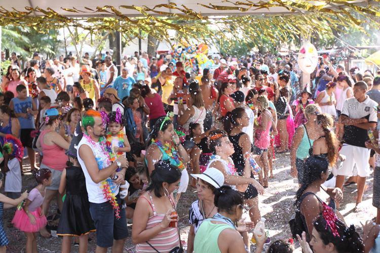 """Distribuídas entre os bairros e a região central, as atrações envolvem as escolas de samba e clubes da cidade com o objetivo de resgatar a """"boa brincadeira"""" de rua. (Foto: Divulgação/PMJ)"""