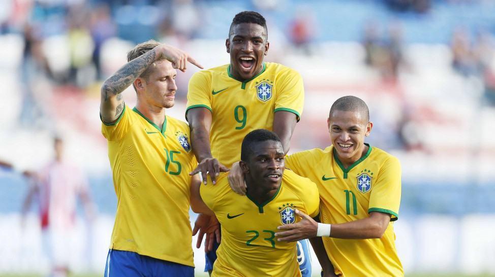 Jogadores comemoram gol brasileiro. (Foto: Rafael Ribeiro/CBF)