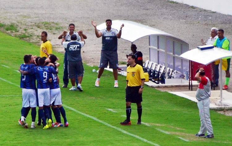 Jogadores do São José FC comemoram gol no Martins Pereira. (Foto Tião Martins/TM Fotos)