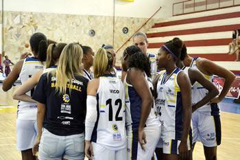 Jogando no ginásio Lineu de Moura, as meninas do São José venceram Jacaraguá por 79 x 61. (Fotot: Arthur Marega Filho | São José Desportivo)