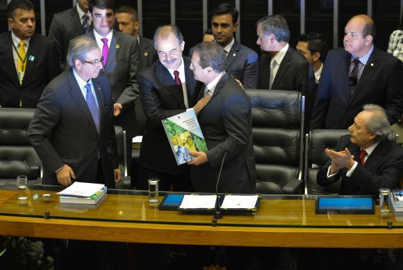 Presidente da Câmara, Eduardo Cunha, ministro Aloizio Mercadante, e os presidentes do Senado, Renan Calheiros, e  do  STF,  Ricardo  Lewandowski,  na  abertura  do  ano  legislativo. (Foto:  Fabio  Rodrigues  Pozzebom/Agência  Brasil)