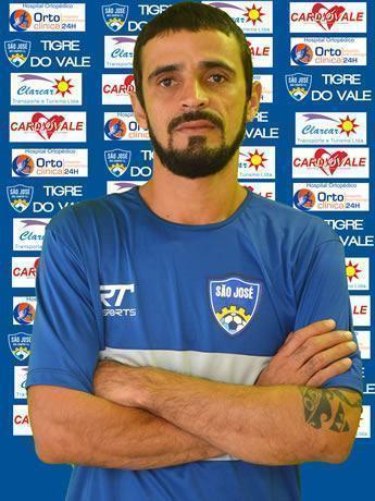 O meia Vágner, de 33 anos, foi o capitão do Comercial que conquistou o acesso para a Série A-1 em 2011. (Foto: Divulgação/SJFC)