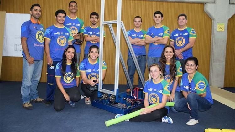 A equipe do Cephatron # 1860, composta por 60 integrantes, iniciou a montagem do robô em 3 janeiro, quando as regras da competição foram divulgadas. (Foto: Divulgação/PMSJC)