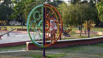 O espaço criança, projeto coordenado pela Secretaria de Esportes e Lazer, oferece um ambiente para as crianças se exercitarem, com 12 brinquedos. (Foto: Antonio Basilio/PMSJC)