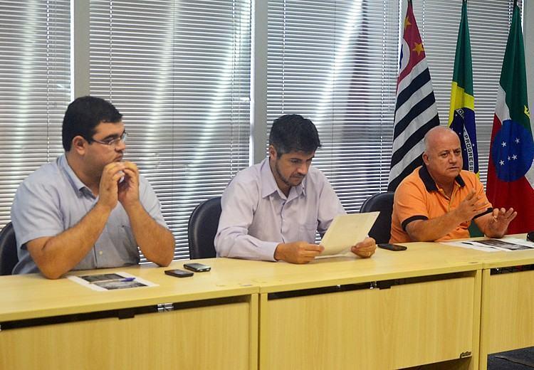 Reunião com integrantes da Comissão do Carnaval 2015. (Foto: Sérgio Ribeiro/PortalR3)