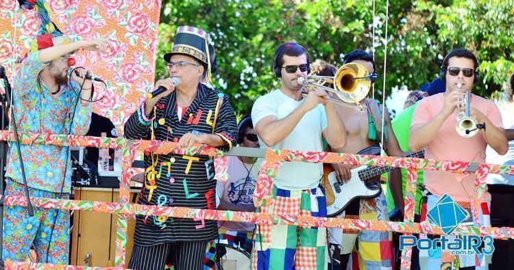 Juca Teles e Banda Estrambelhados em Moreira César. (Foto: Luis Claudio Antunes/PortalR3)
