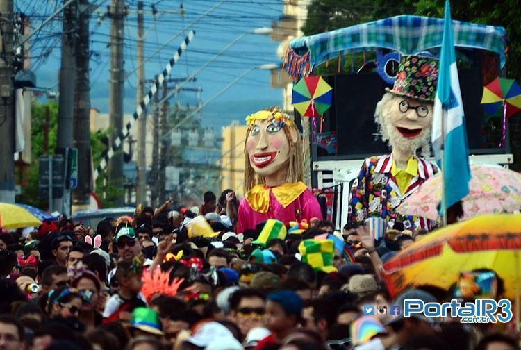 Na foto, o bloco Juca Teles no carnaval 2014 de Pindamonhangaba. (Foto: Fernando Noronha/PortalR3)
